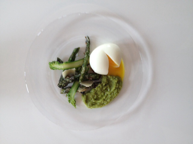 Asperges rôties au parmesan et oeuf mollet